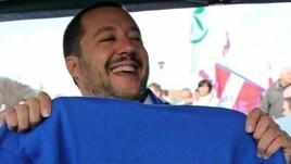 """Salvini a Radio Marte canta """"Un giorno all'improvviso"""""""