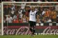 Valencia, Zaza ko: esce dal campo con le stampelle
