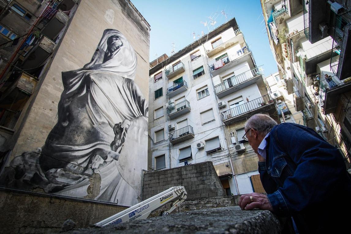 A Napoli Maradona non è più solo: spunta un altro murales