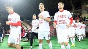 Polonia, una maglia per Milik: «Forza, ti aspettiamo»