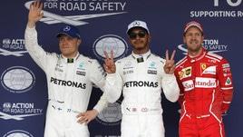 Formula 1, Hamilton conquista la pole. Vettel insegue