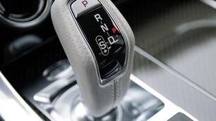 Range Rover Sport SVR 2018: foto