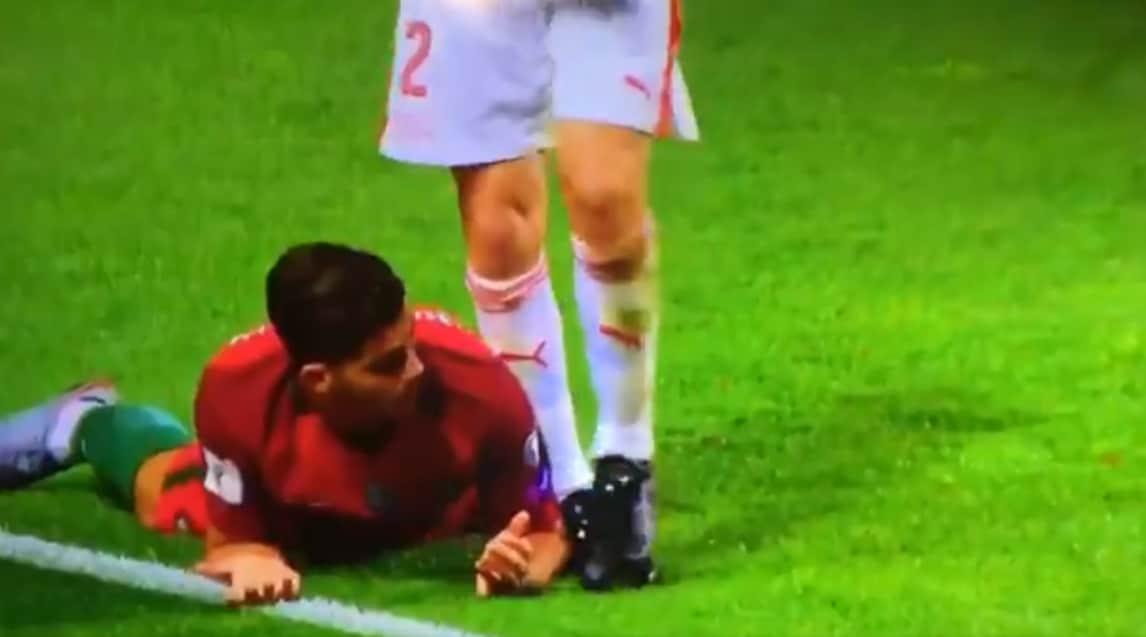 Svizzera-Portogallo, gestaccio del terzino svizzero che calpesta la mano dell'avversario. La sfida di campionato ci sarà a fine ottobre