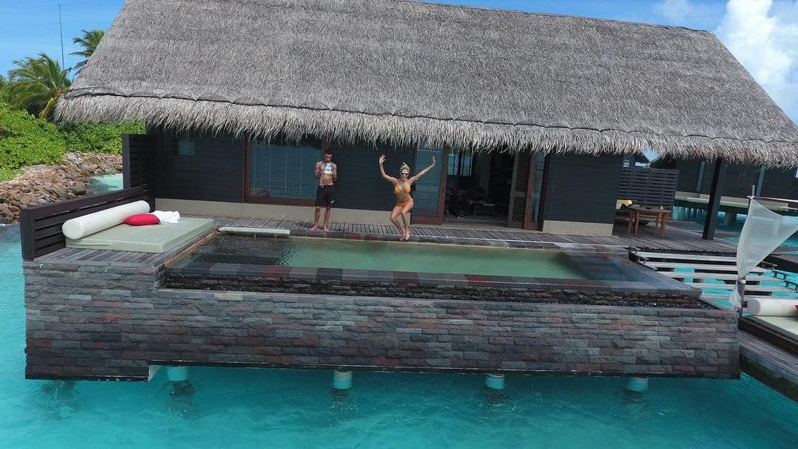 La modella Rose Bertram, compagna del giocatore del Cagliari, fa impazzire i fan su Instagram