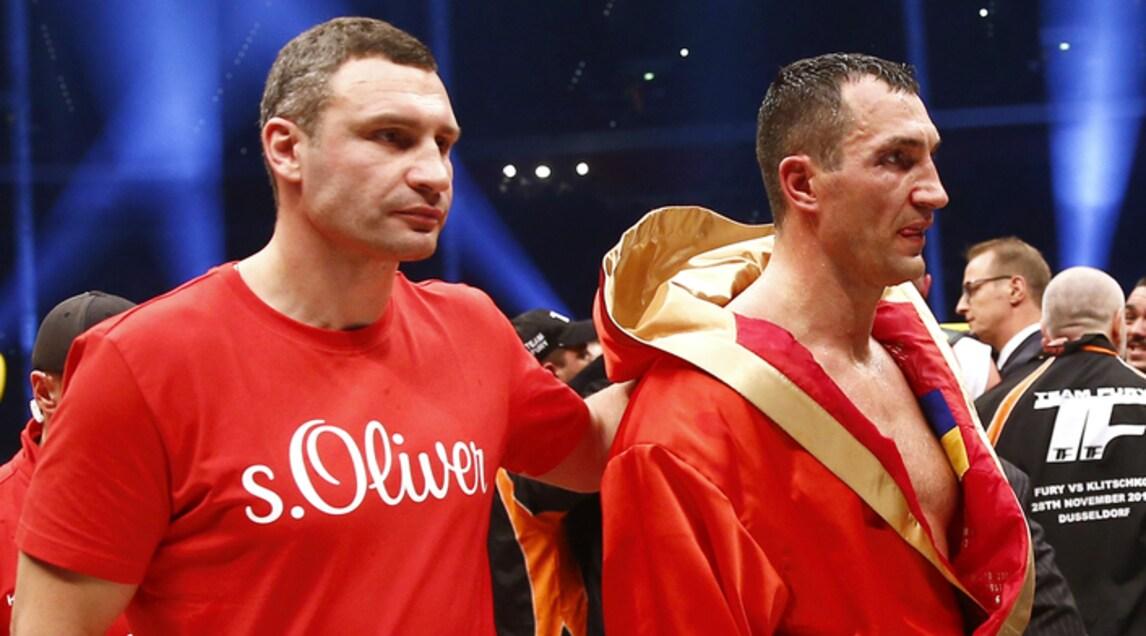 Restiamo nel pugilato: Vitali Klitschko (a sinistra, al fianco del fratello Wladimir), dopo essere stato tre volte campione del mondo dei supermassimi è stato eletto per due volte (ed è attualmente) sindaco di Kiev