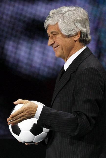 Gianni Rivera, campione europeo e primo Pallone d'Oro italiano (dopo l'oriundo Sivori), è stato più volte parlamentare italiano ed europeo, arrivando ad essere Sottosegretario alla Difesa in vari governi