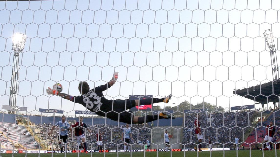 I rossoblù di Donadoni volano in classifica grazie al gol di Poli e all'autorete di Salamon