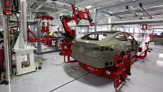 Tesla licenzia centinaia di lavoratori negli USA