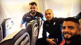 Napoli, quanti sorrisi sull'aereo per Manchester