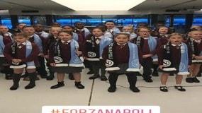 City-Napoli, il coro dei bambini inglesi canta Nino D'Angelo