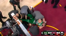 Nba, infortunio shock per Hayward: frattura di tibia e caviglia