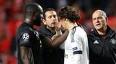 Lukaku consola il portiere 18enne del Benfica dopo la papera