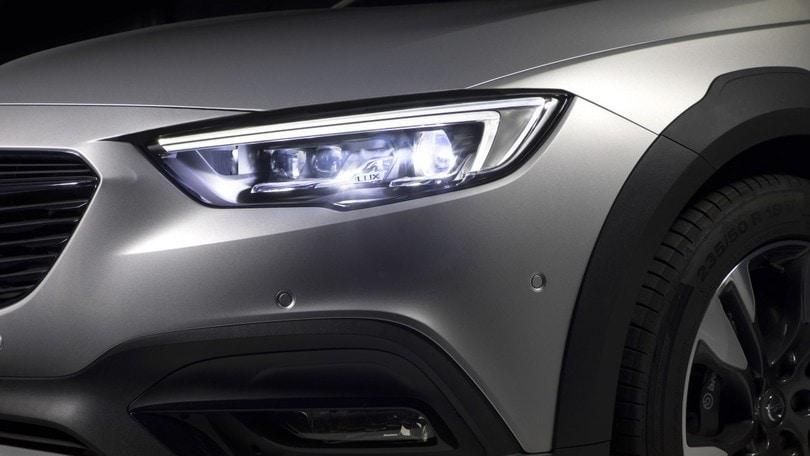Opel, i fari IntelliLux che rischiarano la notte