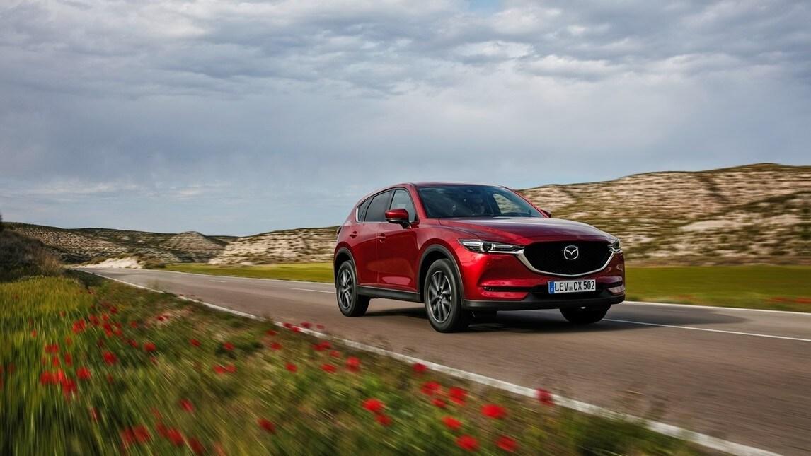 Listino da 28.150 a 40.250 euro per la nuova Mazda CX-5, disponibile con motori 2.0 e 2.5 litri benzina e 2.2 litri diesel abbinabili alla trazione integrale e al cambio automatico.