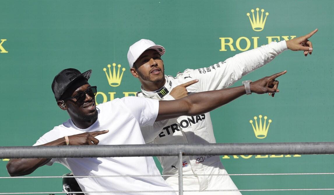 Hamilton, che festa sul podio insieme a Bolt!
