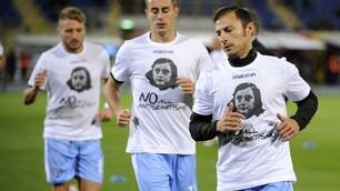 Lazio, riscaldamento con la maglia speciale dedicata ad Anna Frank