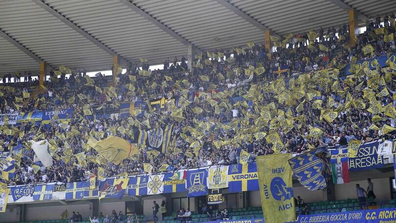 Serie A Verona, a Coverciano i tifosi protestano contro la società