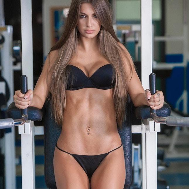Roberta Carluccio Calendario.Roberta Carluccio La Nuova Regina Del Fitness Che Tifa Juve