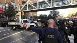 New York, veicolo piomba su una pista ciclabile: almeno 8 morti