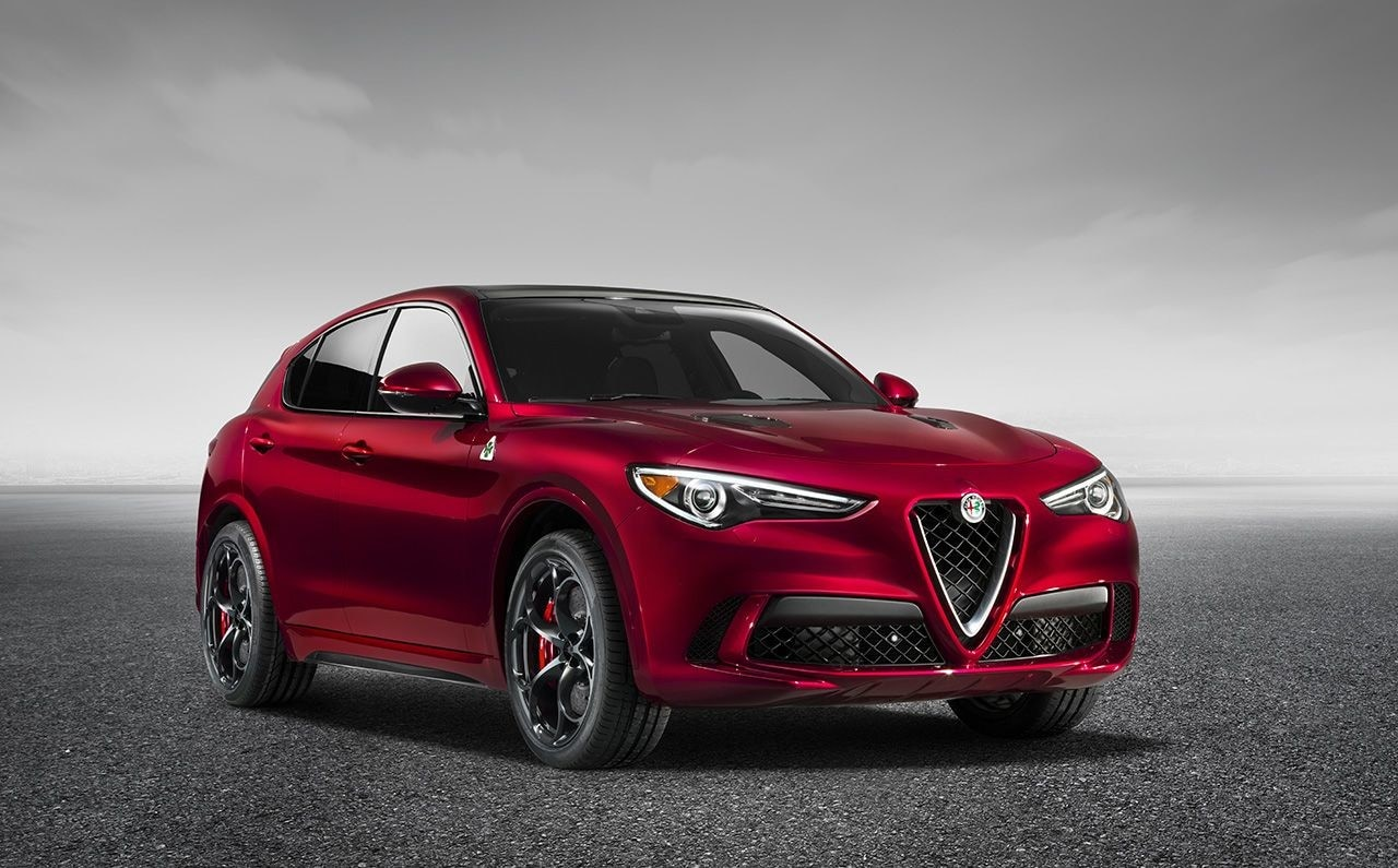 Alfa Romeo Stelvio Quadrifoglio: foto e prezzo