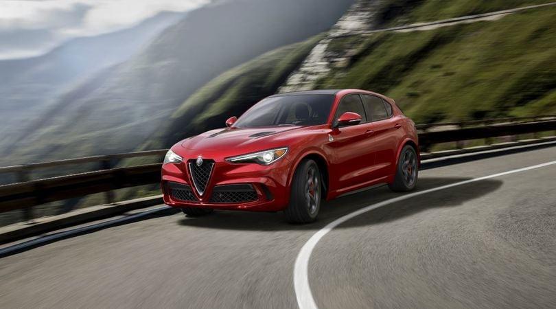 Alfa Romeo Stelvio Quadrifoglio, sfida alla Macan Turbo