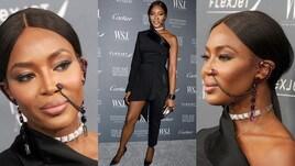 Naomi Campbell, red carpet a New York con uno strano gioiello