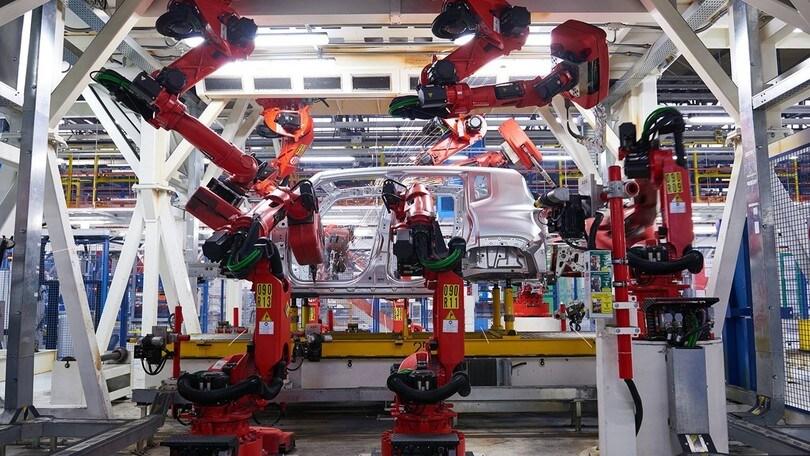 Mercato auto: ottobre positivo, obiettivo 2 milioni per il 2017