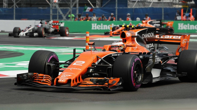 F1 McLaren, Boullier: «Lotteremo con Ferrari e Mercedes»