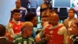 Felipe Melo prova ad aggredire Clayson
