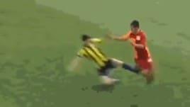 Fenerbahçe-Galatasaray U17: entrata killer a gamba tesa, solo giallo