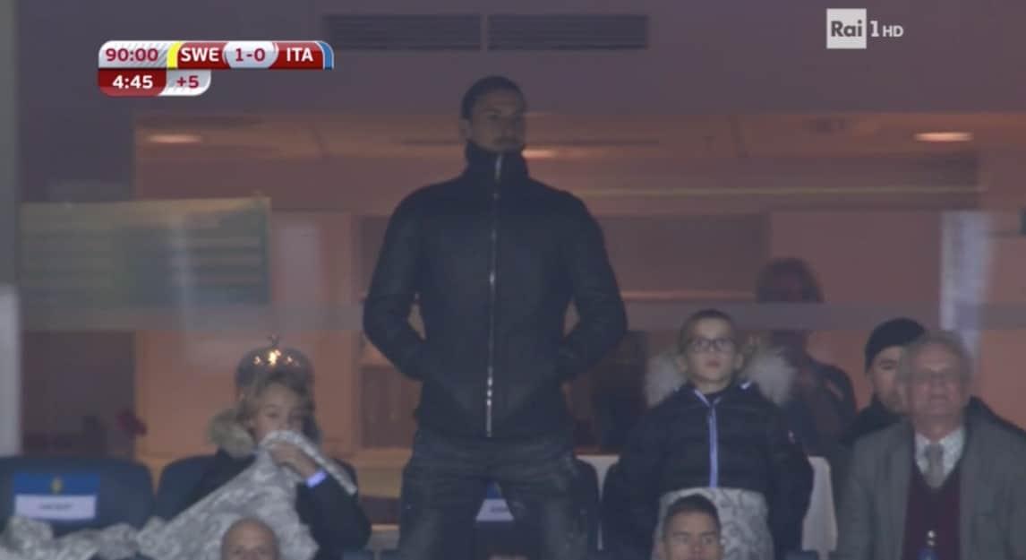 """Re"" Ibrahimovic applaude la sua Svezia in tribuna"