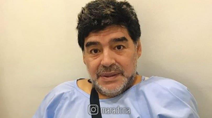 Maradona operato alla spalla: «Tutto bene»