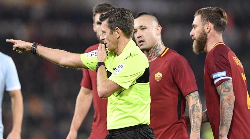 Roma-Lazio, corretti i rigori. Romagnoli trattiene Mertens: rischia il rigore