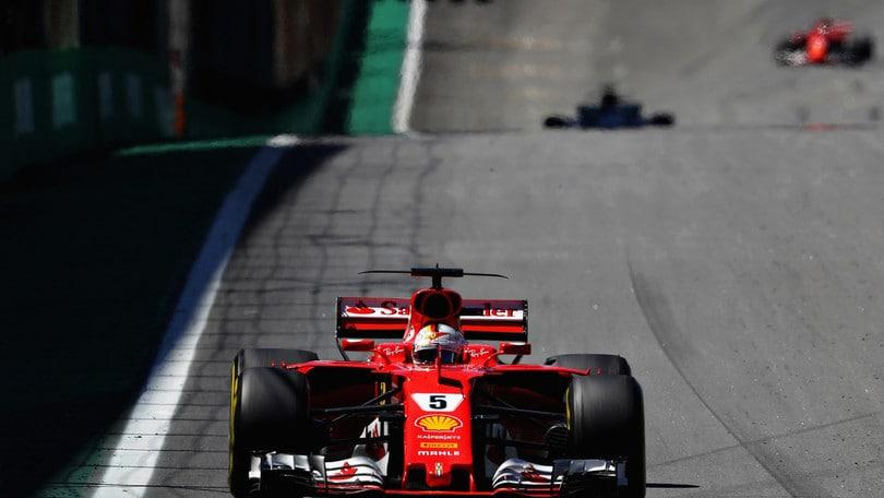 F1, Abu Dhabi: Vettel avanti nelle libere, Hamilton 2°