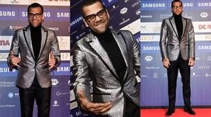 Dani Alves, il look per il red carpet a Milano è scintillante