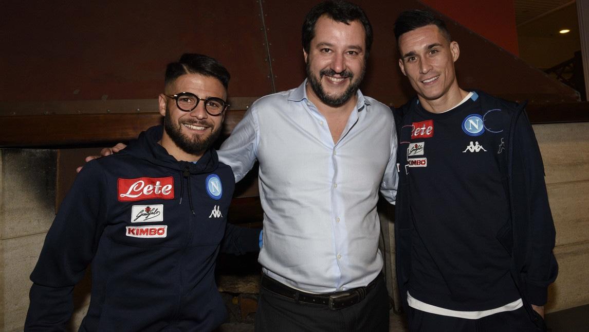 Risultati immagini per Salvini con i calciatori del Napoli immagini