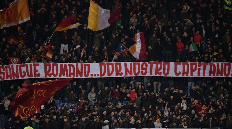 Roma, la Curva Sud sta con De Rossi: «Nostro capitano»