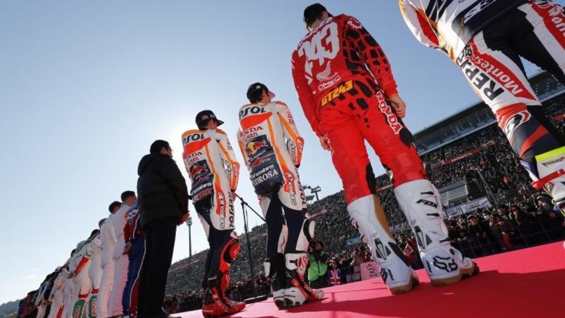 Le immagini dell'Honda Racing Thanks Day al Twin Ring di Motegi, dove Marc Marquez e Dani Pedrosa hanno provato le F3 e si sono sbizzarriti in mille attività. Insieme a loro, il pilota della MotoGP Nakagami, il pilota di trial Fujinami, l'asso di MXGP Tim Gajser, Takuma Sato, fresco vincitore della Indianapolis 500, ma anche Jenson Button e Stoffel Vandoorne.