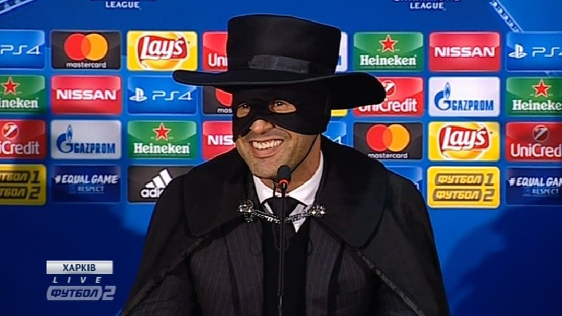 Fonseca, promessa mantenuta: passa e si traveste da Zorro