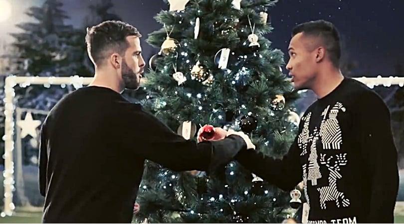 Auguri Di Buon Natale Inter.Blackandwhitexmas Buon Natale Da Casa Juve Corriere Dello Sport