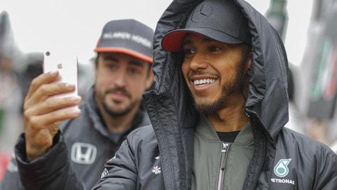 F1, Hamilton: «Voglio lottare con Alonso per il titolo»