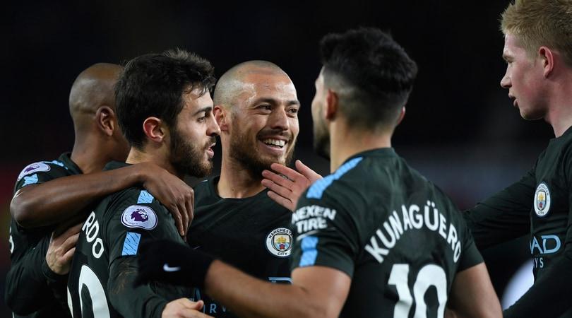 Premier League, David Silva illumina la 15ª vittoria consecutiva del City. Lukaku fa sorridere Mou