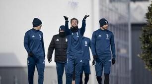 Juventus, allenamento col sorriso: Marchisio gioca con la neve