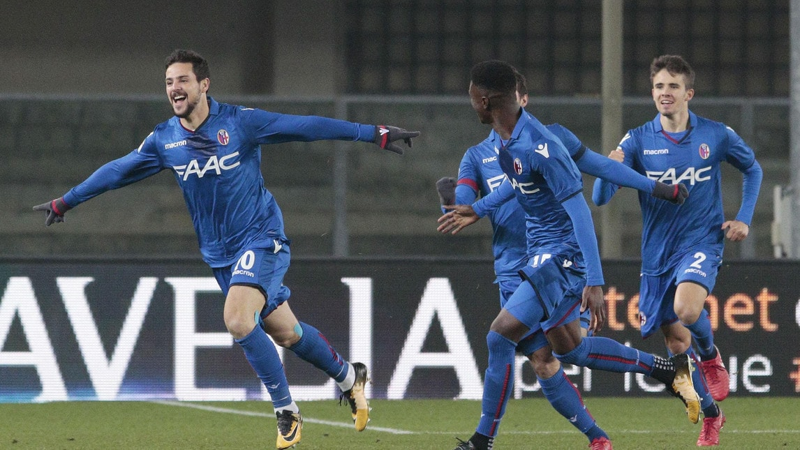 Le istantanee dell'anticipo della 18ª giornata di Serie A al Bentegodi: l'ex Roma fa doppietta