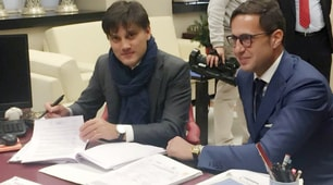Montella nuovo allenatore del Siviglia, le foto della firma