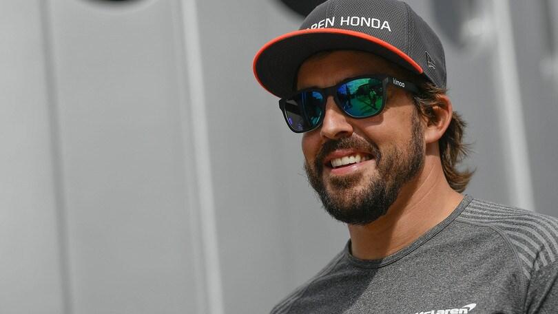 F1: Alonso presenta il casco per la 24 Ore di Daytona