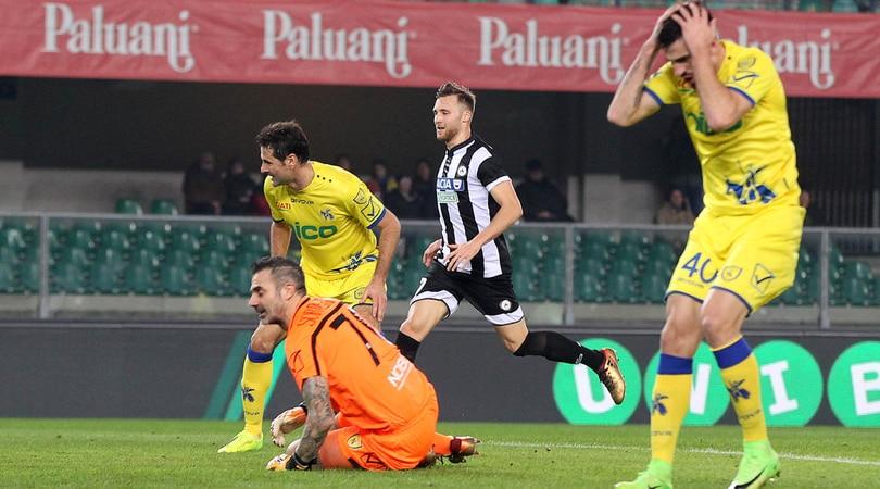 Serie A, Chievo-Udinese 1-1: Radovanovic segna da fuori, ma Tomovic rovina tutto