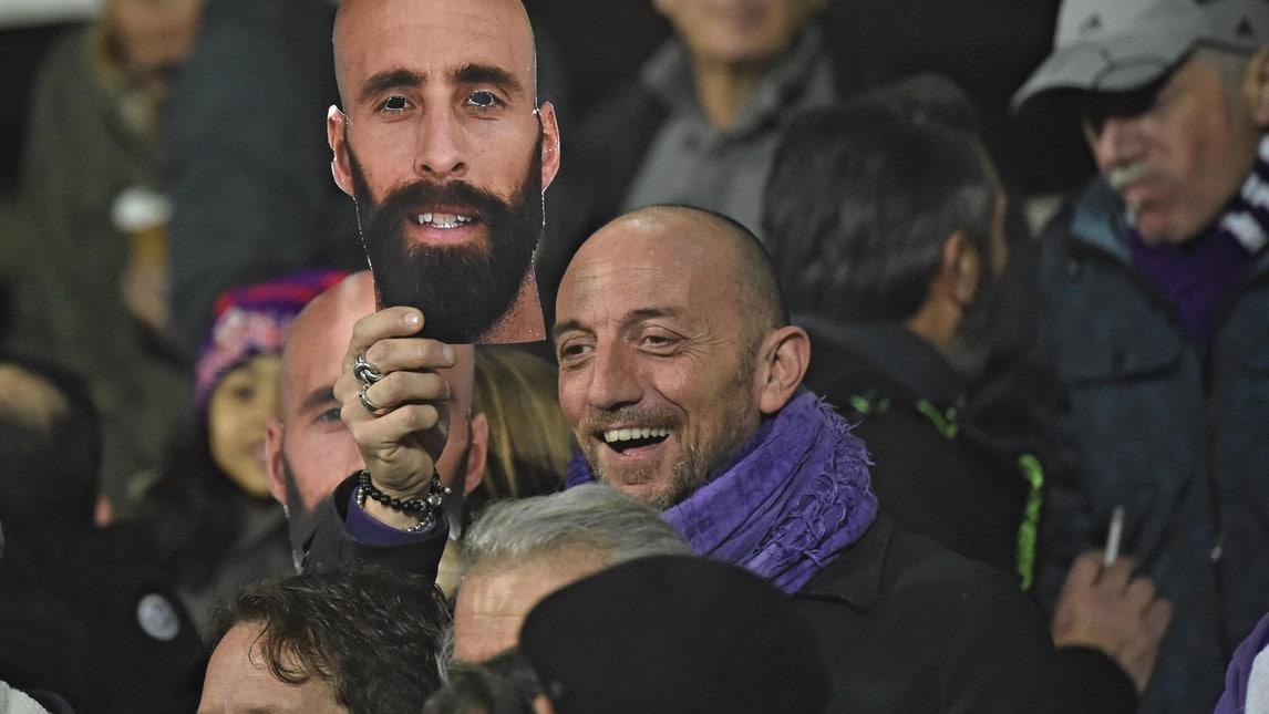 Il centrocampista spagnolo è rimasto nel cuore dei tifosi viola, che gli hanno dedicato maschere e striscioni durante il match con l'Inter