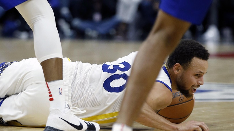 E' un Curry da fantascienza, 45 punti in 29 minuti