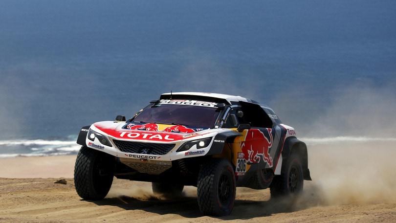 Dakar, tripletta Peugeot e vittoria di Loeb